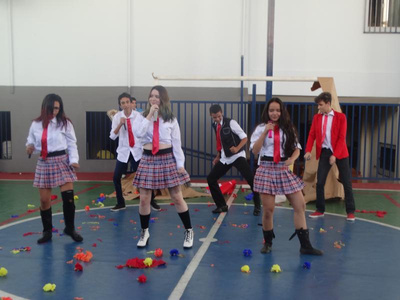 Ensino Médio apresentaram trabalho de Espanhol: A cultura latinoamericana